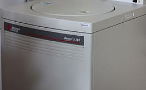 High-speed preparative centrifuge Avanti RJ301 (BECKMAN, USA)
